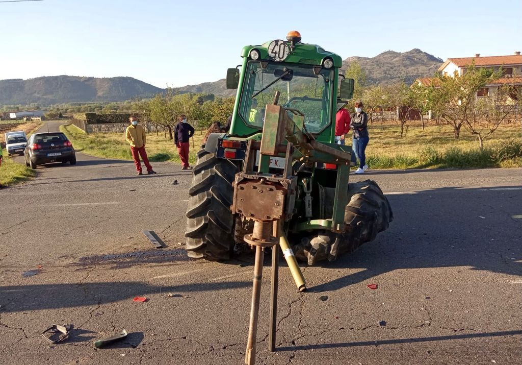 Tractor agrícola implicado en el accidente.
